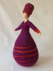 vrouw paars met spiraal